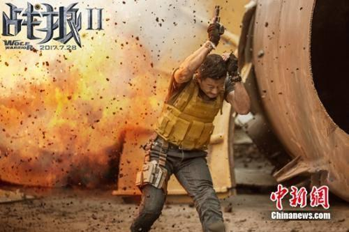 《战狼2》拍摄现场危险重重