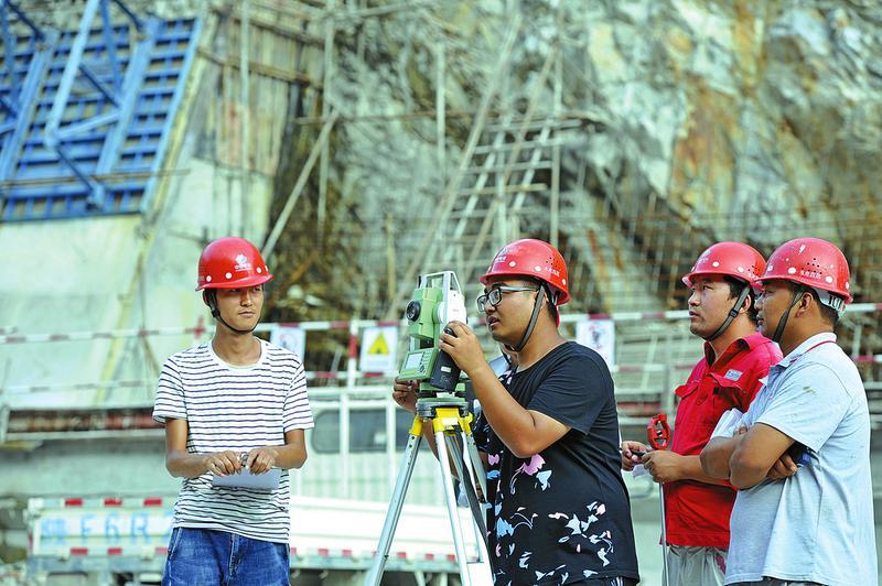 引汉济渭三河口水利枢纽大坝建设进展顺利