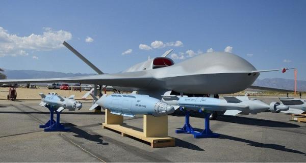 """""""复仇者""""无人机在美国航展上也曾展示其携带各种武器的能力"""