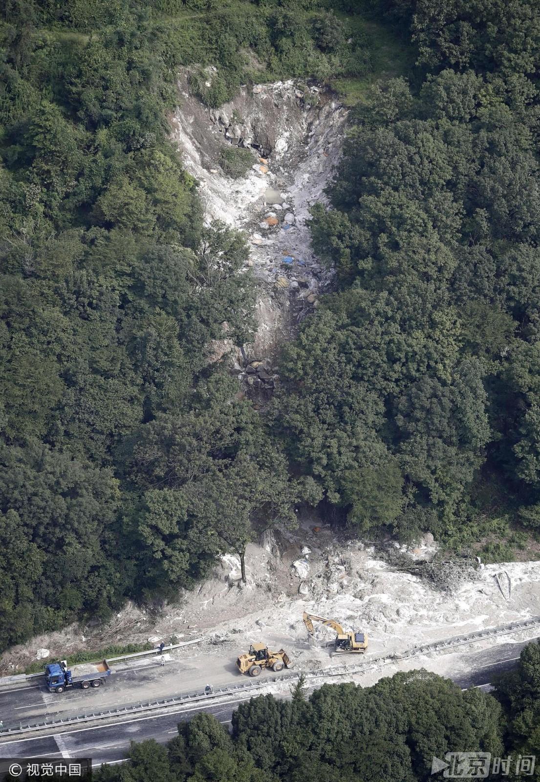日本岐阜县高速遭泥石流袭击   6人受伤
