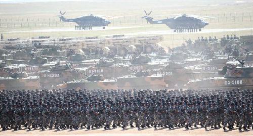 7月30日上午,庆祝中国人民解放军建军90周年阅兵在朱日和团结训练基地盛大举行。新华社记者 姚大伟摄
