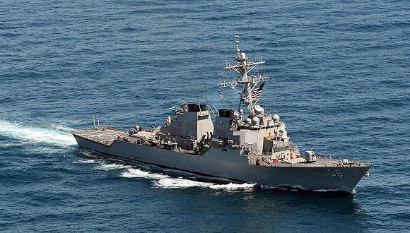 新加坡当地媒体报道,美军麦凯恩号导弹驱逐舰8月21日早6点24分在新加坡东部海域与一艘化学及燃油商船ALNIC MC相撞,麦凯恩号受损。 目前新加坡政府和美国海军正在展开搜救行动。按计划,麦凯恩号正在例行访问新加坡。 6月17日,美军菲茨杰拉德号驱逐舰与一艘菲律宾籍货船在日本附近海域相撞,七名美军人员死亡,舰体严重损坏这是美国海军近年死亡人数最多的一次事故。美国海军目前正准备处分这起事故中的所有当事官兵。 据路透社早前引述匿名美国官员的话称,麦凯恩号曾于本月10日在南海进行自由航行