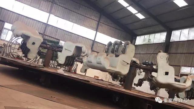 ▲2017年8月14日,河南省荥阳市洼子村,郑州华兴游乐设备有限公司,一台正在翻新的游乐设备。新京报记者 大路 摄