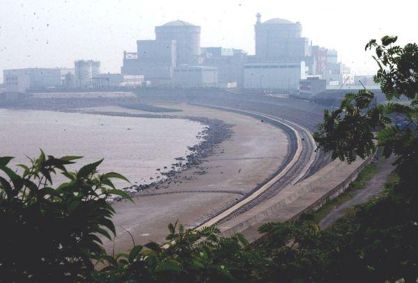 资料图:秦山第二核电厂2号机组核反映堆厂房。新华社发