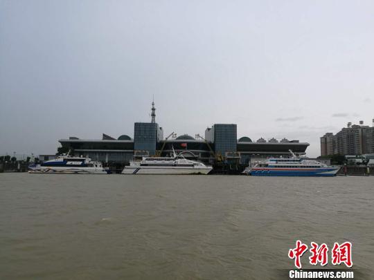 海事部门已告诉江门客运港避台船舶增强值班 郑翔 摄