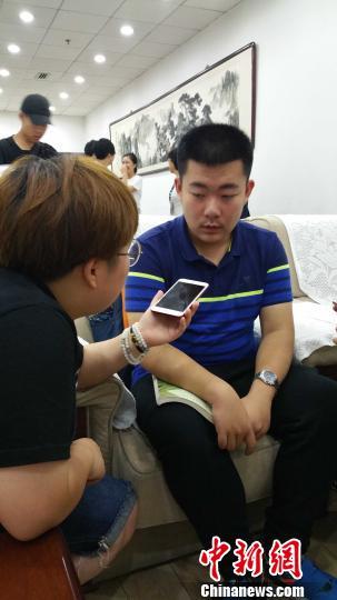 结业于安徽省安庆一中之周皓宇在2017年国际生物学奥林匹克竞赛中取得总分第一,被保送至清华。 马海燕 摄