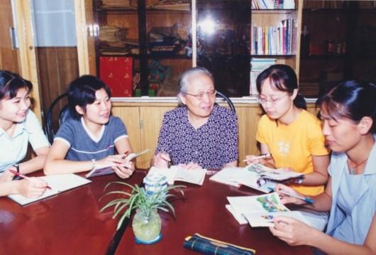 袁瑢老师和小学语文教育结下了超过60年的不解之缘。本文图片 新民晚报