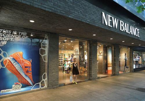 资料图片:上海一家新百伦专卖店。(美国《纽约时报》网站)