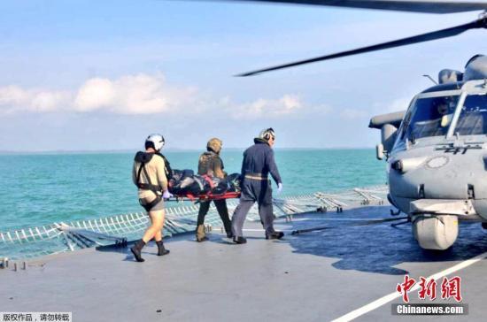 当地时间8月23日,在马来西亚附近海域,马来西亚海军和美国海军寻获一具失踪船员遗体。