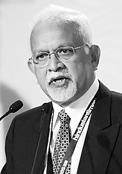 印度内政家、自力撰稿人口巴德拉库马