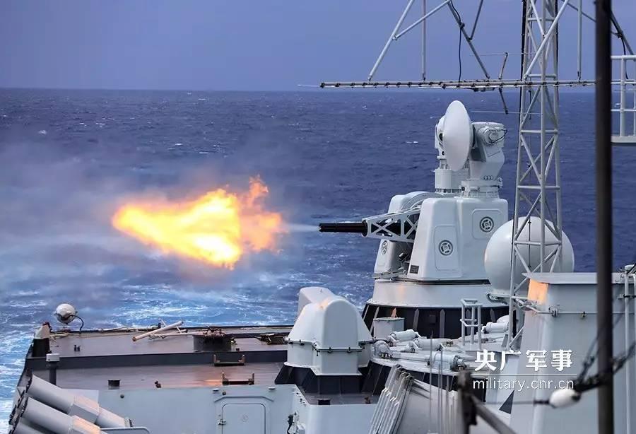 副炮对海射击。史奎吉摄