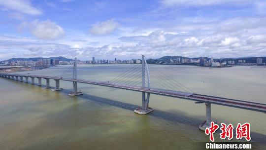 圖為7月7日航拍的港珠澳大橋九洲航段橋。 陳驥旻 攝