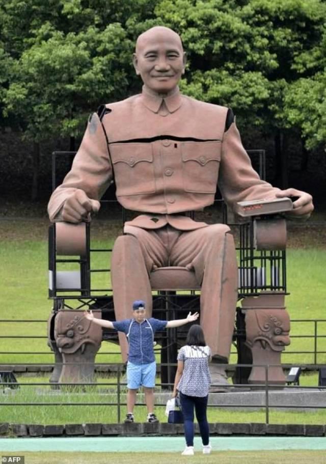 最大的一座蒋介石雕像