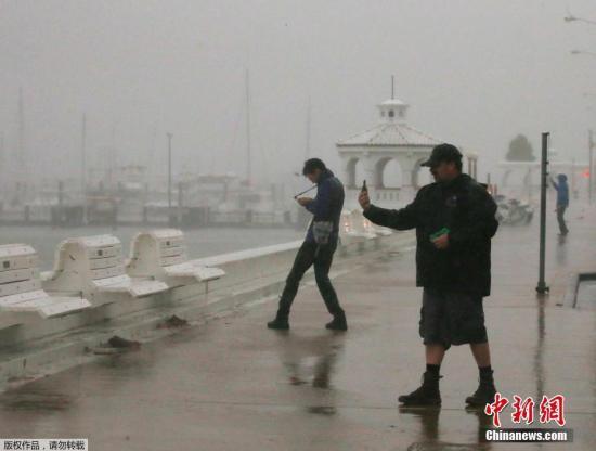 飓风哈维肆虐休斯顿洪灾严重 致5人死数千人受困