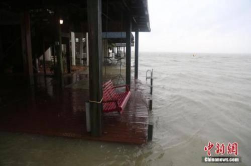 """飓风""""哈维""""已致3人死亡 引龙卷风洪涝等次生灾害"""