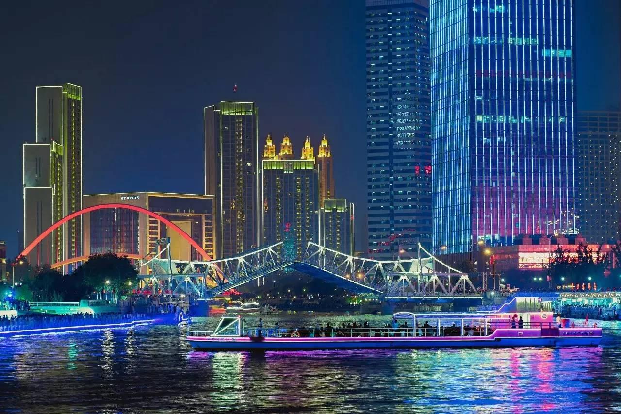 """△""""点亮海河""""活动在天津海河两畔进行彩排、预演。"""