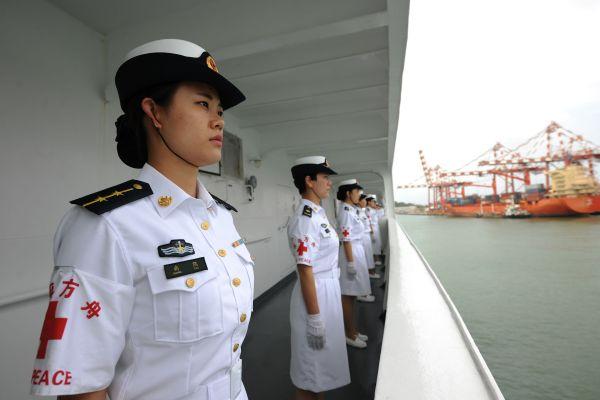 8月6日,中国水师战争方舟病院船驶进斯里兰卡科伦坡港。新华社发
