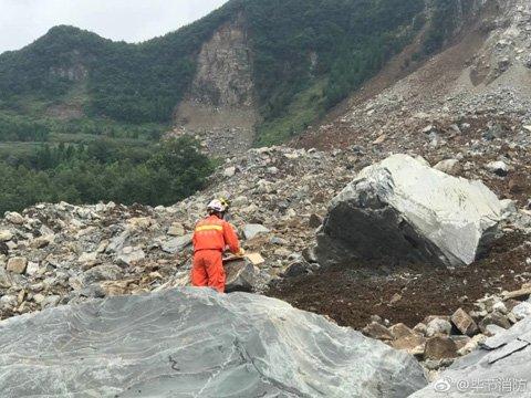 贵州纳雍县发生山体滑坡 有人员被困