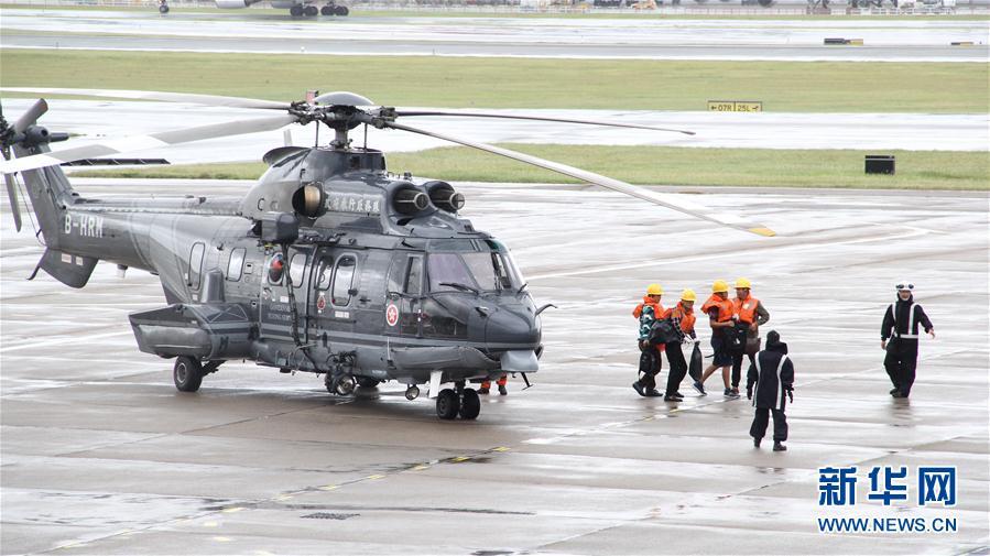 货船在台风中沉没 香港服务队救起11名船员