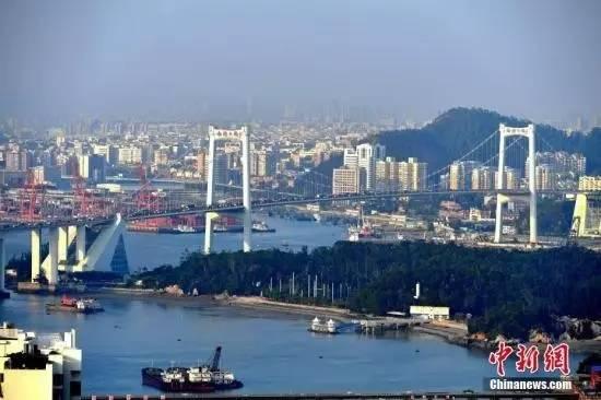 ▲厦门著名的跨海大桥——海沧大桥。