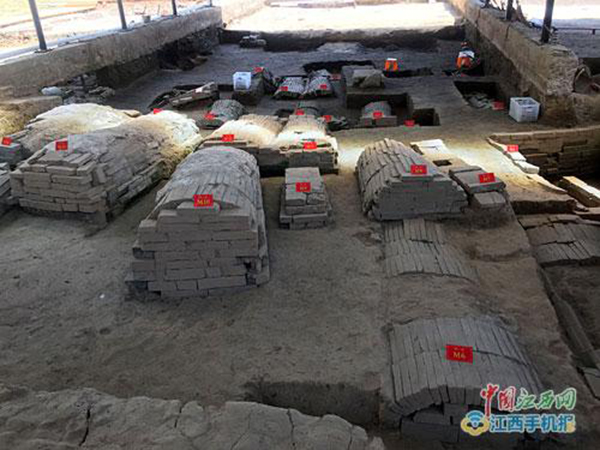 墓葬大致可分为六排,布局基本清晰。