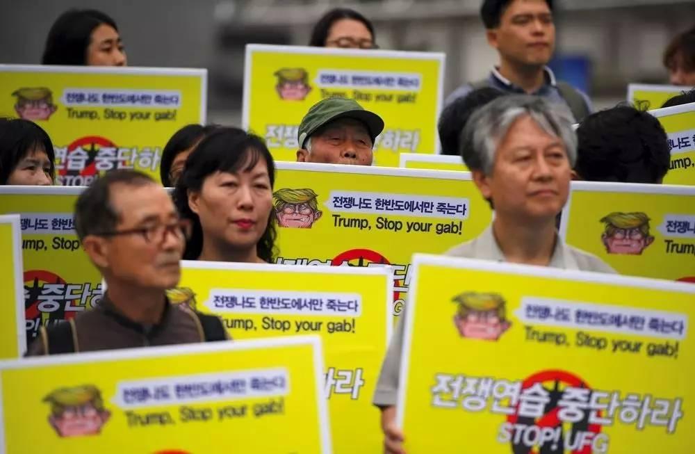 """▲8月21日,在韩国首尔,民众集会要求美韩停止进行""""乙支自由卫士""""联合军事演习。(法新社)"""