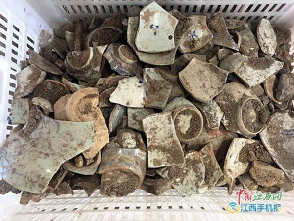 发掘出来的瓷器碎片。