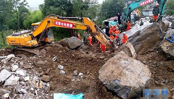 贵州纳雍山体崩塌救援现场已搜救出31人 仍有12人失联