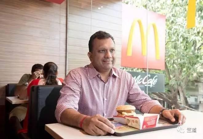 Amit Jatia在其经营的麦当劳门店。(图片来自Business Taday)