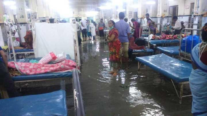 印度孟买爆发特大洪水 当地政府被批应对不力