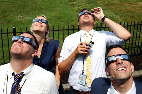 图纸板做的日食观测镜(图片来自网络)