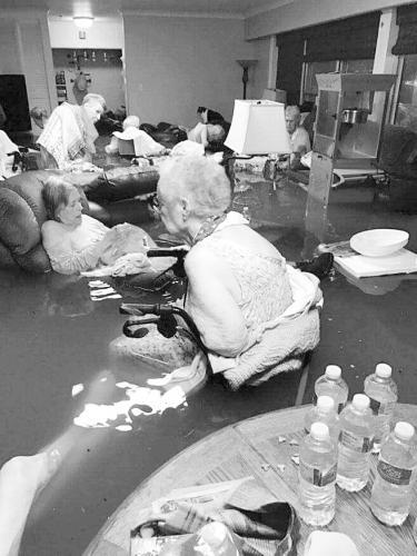 飓风吹得美国千疮百孔 政府救灾不力遭强烈质疑