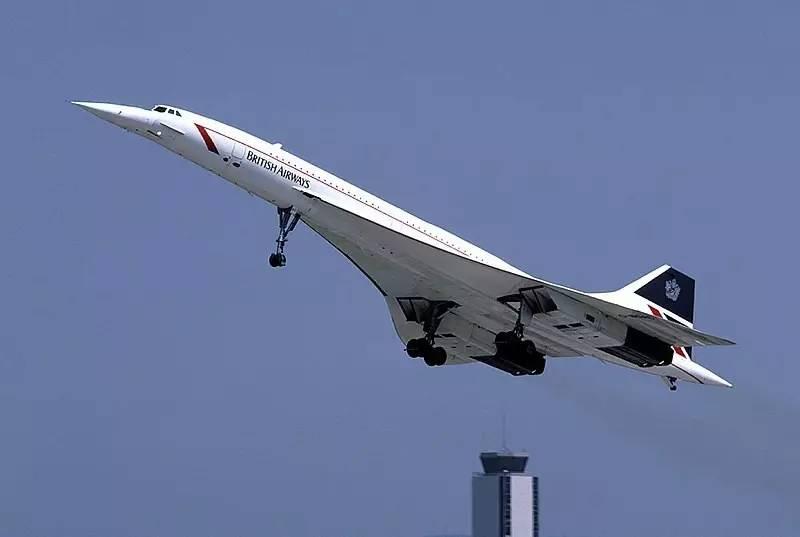 而目前的民航客机的飞行时速约为900公里.