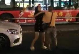 女辅警打公交司机被开除 小情侣吵架当街撒野