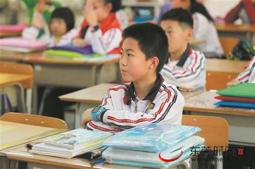 明天东莞中小学就开学了 孩子的课桌椅合适吗?|新闻-郑州东辉家具有限公司
