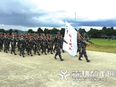 贵阳市教育局组织开展高中学生军训评比展示活宜昌高中东湖王军图片