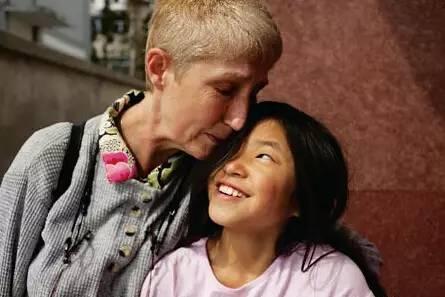 为什么外国人都喜欢领养中国小孩