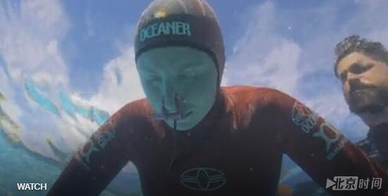 没谁了!水下憋气半小时?记录保持者:我在水女纹身头欧美图案图片