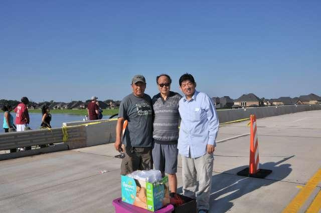 """""""哈维""""飓风中民船救援队彰显华人互助力量"""