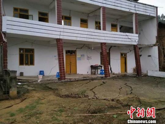 农户房屋受损严重 荣县宣传部 供图 摄