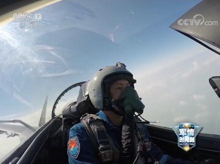导弹锁定战机将击中瞬间 中国歼击航空兵甩