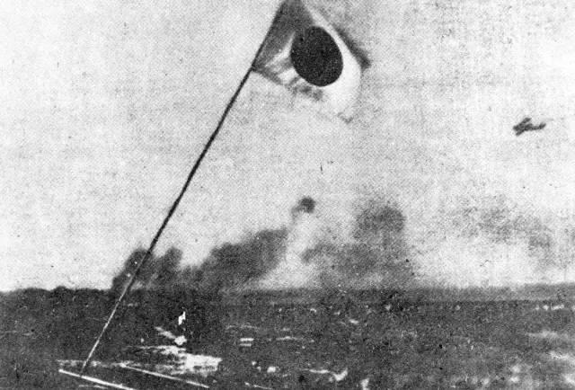 1931年9月18日夜,日军焚烧北大营的情景。