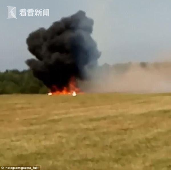 视频| 航展遇意外!俄罗斯一小飞机坠毁后起火爆炸 机上两人当场死