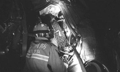消防官兵正在救援。 消防供图