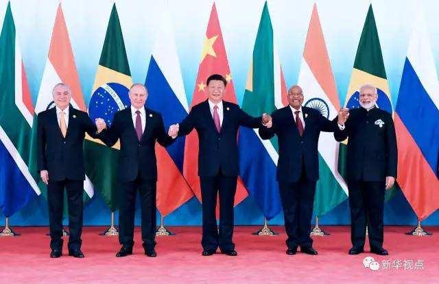 9月4日,金砖国家领导人第九次会晤在厦门国际会议中心举行。这是金砖国家领导人集体合影。新华社记者 张铎 摄