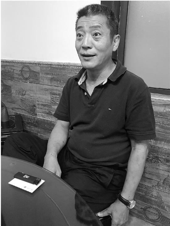 叶峰和记者聊起当天的情形。钱江晚报 图