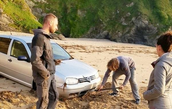 英漫画酒后开车到海边围困大睡后被潮水呼呼黄明昊司机版图片