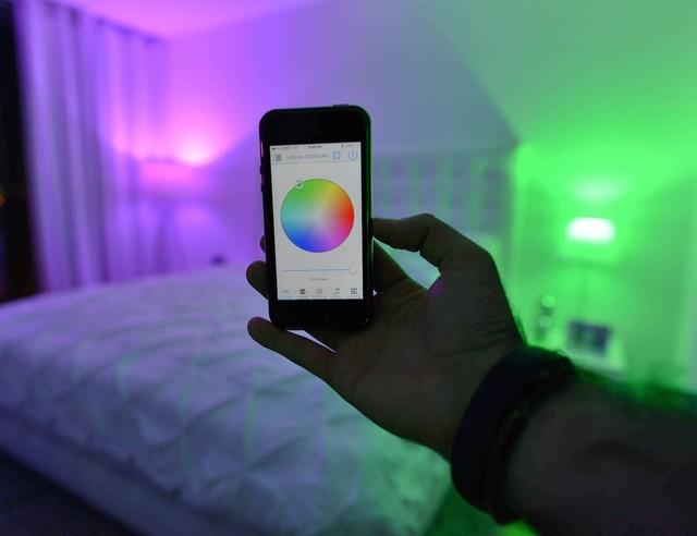 我们想要的智能灯泡只是会变色么?