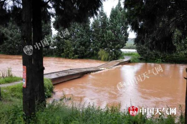 云南暴雨多处积水严重 牛栏江现今年最高水位