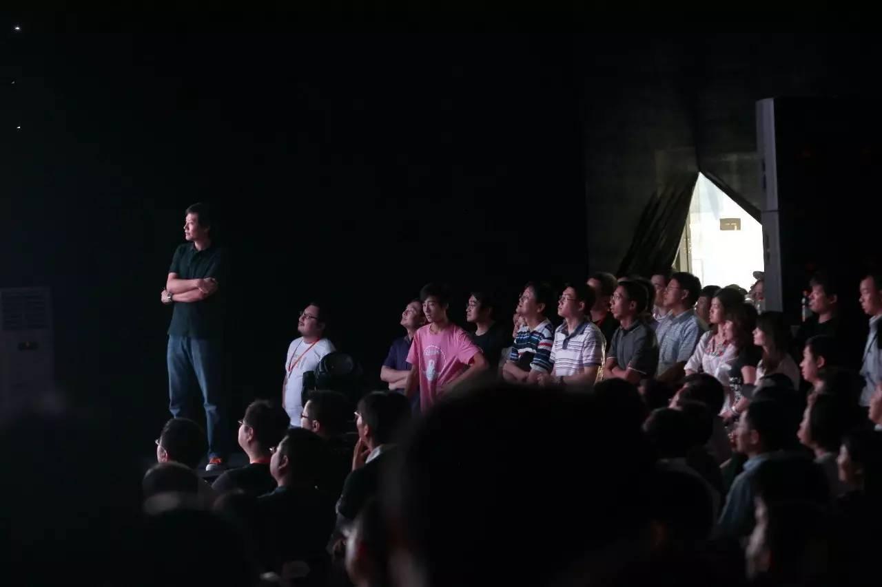"""雷軍和他的""""米粉軍團""""@視覺中國"""